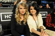 http://img139.imagevenue.com/loc1086/th_57046_Selena_Gomez_Taylor_Swift_Los_Angeles_1-22-2010_02_122_1086lo.jpg