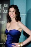 http://img139.imagevenue.com/loc1121/th_73829_Anne_Hathaway_2008-10-20_-_Rachel_Getting_Married_Premiere_9211_122_1121lo.jpg