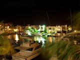 Vista nocturna de una aparcadero de yates desde el C.C Playa mayor 11 PM