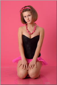 http://img139.imagevenue.com/loc164/th_254518540_tduid300163_sandrinya_model_pinkmini_teenmodeling_tv_020_122_164lo.jpg