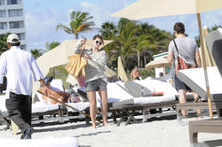 http://img139.imagevenue.com/loc165/th_312535430_Mischa_Barton_Bikini_Candids_on_the_Beach_in_Miami_December_27_2011_203_122_165lo.jpg