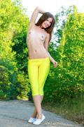http://img139.imagevenue.com/loc208/th_368092308_Vivian29_123_208lo.jpg