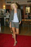 Charlize Theron legs and legs Foto 297 (������ ����� ����� � ����� ���� 297)