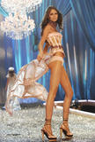th_08762_fashiongallery_VSShow08_Show-210_122_222lo.jpg