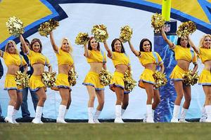 th_807998370_charger_girls_cheerleaders_
