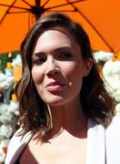 http://img139.imagevenue.com/loc472/th_057188674_MandyMoore_TheFourthAnnualVeuveClicquotPoloClassic21_122_472lo.jpg