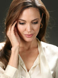 http://img139.imagevenue.com/loc489/th_899384128_tduid300217_angelinajolie_lbh5_122_489lo.jpg