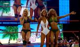 Alicia Fox Caps from the Summer Swimsuit Spectacular episode of Raw when Seth Green guest hosted: Foto 129 (Алисия Фокс Шапки из летних Купальник поразительный пример, когда сырье Сет Грин гость размещения: Фото 129)