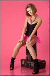 http://img139.imagevenue.com/loc577/th_254904124_tduid300163_sandrinya_model_pinkmini_teenmodeling_tv_049_122_577lo.jpg