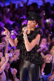http://img139.imagevenue.com/loc658/th_97891_celeb-city.org_Rihanna_MuchMusic_Video_Awards_06-15-2008_27_123_658lo.jpg
