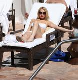 HQs - Lindsay Lohan - At The Sunset Marquis Pool Foto 2676 (Штаб-квартира - Линдси Лохан - На закате маркиза Бассейн Фото 2676)
