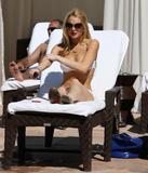 HQs - Lindsay Lohan - At The Sunset Marquis Pool Foto 2669 (Штаб-квартира - Линдси Лохан - На закате маркиза Бассейн Фото 2669)